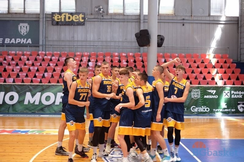 Тунджа Ямбол е вторият финалист на Държавното първенство за юноши U19. Баскетболистите на Стойо Чолаков се класираха за мача за титлата, след като на полуфиналите...