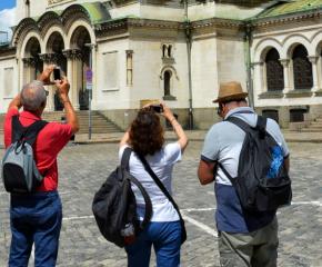 Туристи влизат в България срещу отрицателен PCR-тест