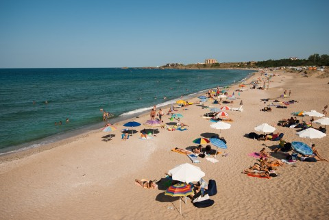 Заведения и хотели в черноморските общини масово обявяват свободните си работни места за летния туристически сезон и през електронната трудова борса на...