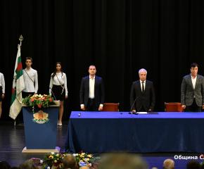 На тържествената сесия на местния парламент бяха отличени почетните граждани на Сливен