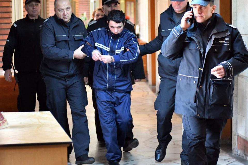 Убиецът на 6-годишната Кристин от Сотиря обжалва наложената му от Сливенския окръжен съд присъда, научи 999 от Бургаския апелативен съд. Жалбата на Мартин...