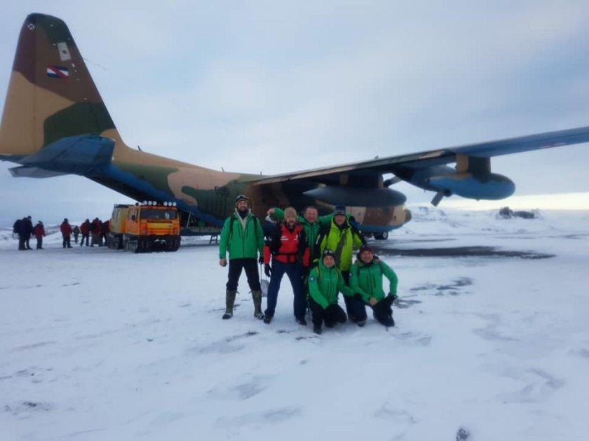 Участниците в 29-та Национална антарктическа експедиция се завръщат утре, 19 април, съобщиха от Българския антарктически институт. Това са Командирът...