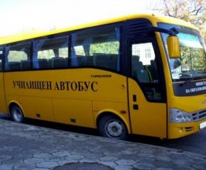 Ученически автобус аварира, но пострадали няма