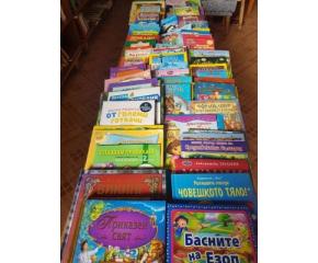 Ученичка дари 100 детски книжки на библиотека в Стара Загора