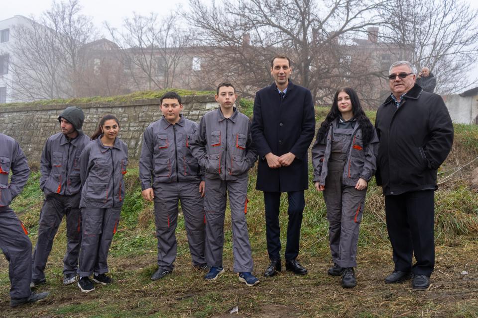 """Възпитаници на Професионална гимназия по земеделие """"Христо Ботев"""" от специалностите """"Механизация на селското стопанство"""", """"Агроекология"""" и """"Производител..."""