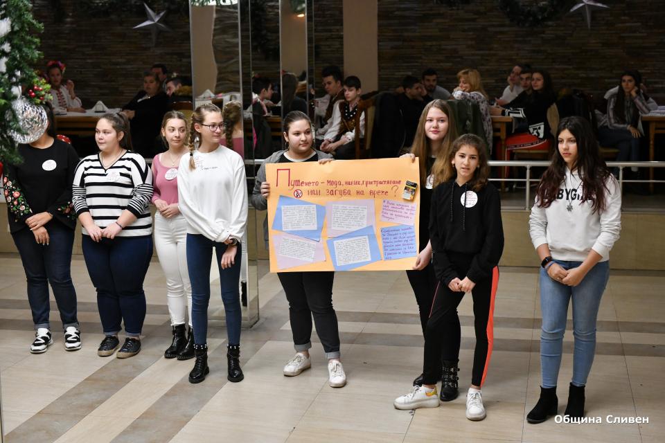 """Превърналият се вече в традиция Младежки бал """"Моето здраве – моята отговорност"""" се проведе днес в Сливен. В него участваха над 130 ученици от горните класове..."""