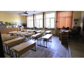 Учениците от VII, VIII и X клас преминават към присъствено обучение