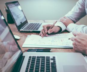 Учители създадоха безплатно ръководство в помощ на техни колеги за работа в онлайн среда