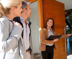 Учителите и служителите на агенции за недвижими имоти с най-високи заплати в Сливен