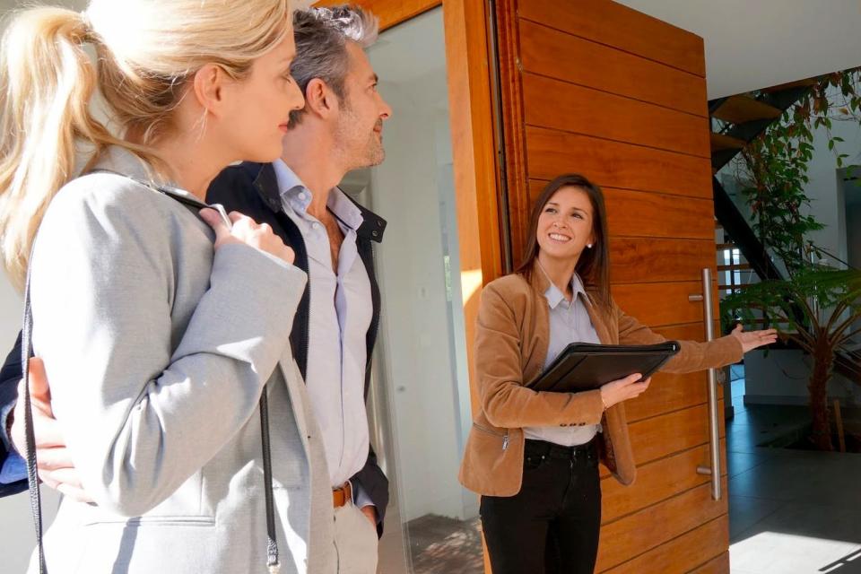 Броят на наетите лицапо трудово и служебно правоотношение в област Сливен спрямо края на септември 2020 намалява с0.7% и към края на декември 2020 г....