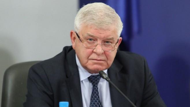 Срокът на извънредната епидемична обстановка ще бъде удължен с две седмици - до края на юли, обяви министърът на здравеопазването Кирил Ананиев. Засилва...