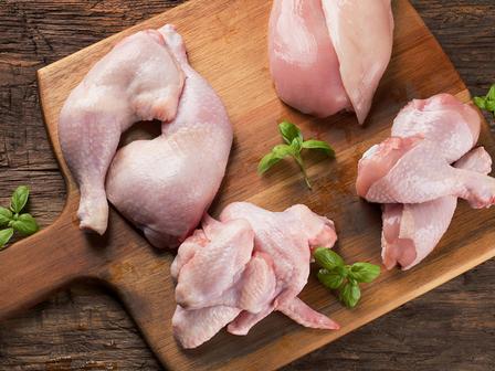 Българската агенция по безопасност на храните (БАБХ) възбрани и насочи за унищожаване 9 900 кг замразени пилешки бутчета с произход Полша, замърсени със...