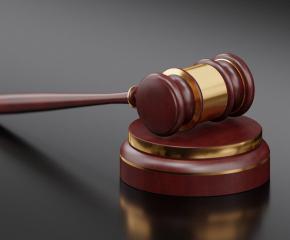 Условни присъди за кражба на пари и злато