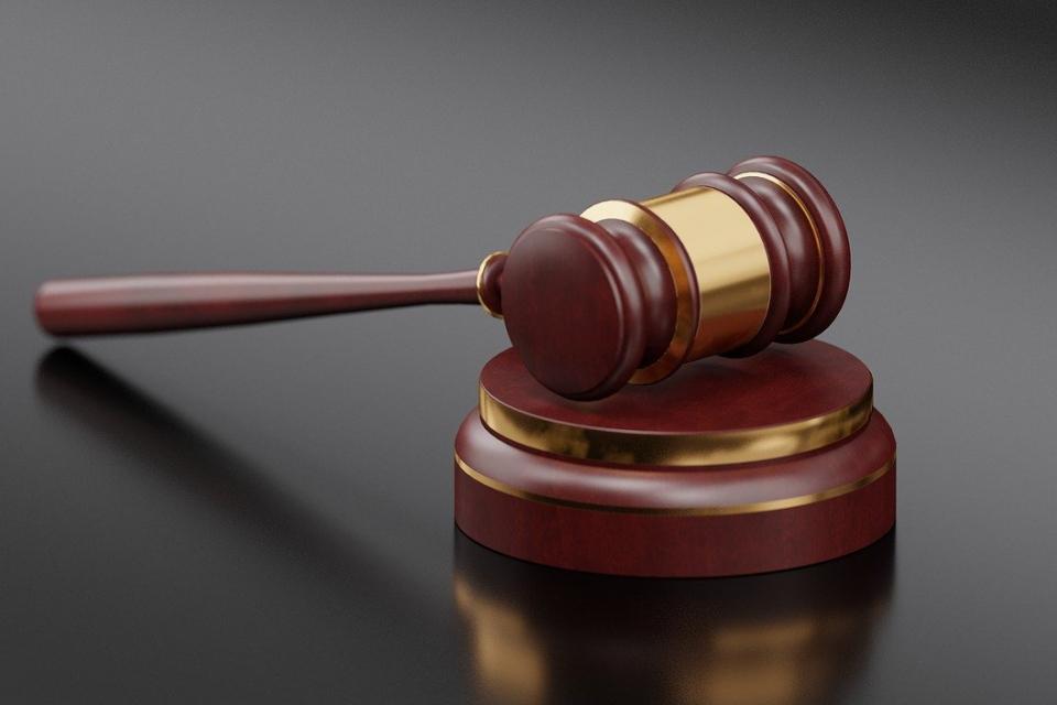 """Мъж и жена от Ямбол бяха осъдени условно за кражба на пари и златни накити от апартамент в к-с """"Златен рог"""". И двамата вече са имали предходни присъди,..."""