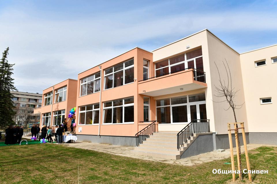 """Успешно приключва проектът """"Подобряване на образователната инфраструктура в град Сливен"""" на ОП """"Региони в растеж"""" 2014-2020 година, по който бяха ремонтирани..."""