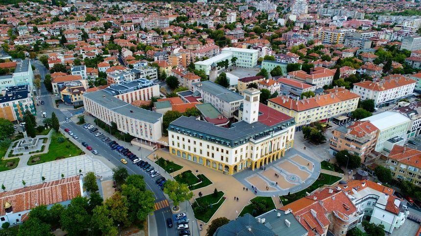 Заплатите на медицинските специалисти в детските ясли, градини, училищните кабинети и Детска млечна кухня в Сливен, се увеличават от 1 юли тази година....