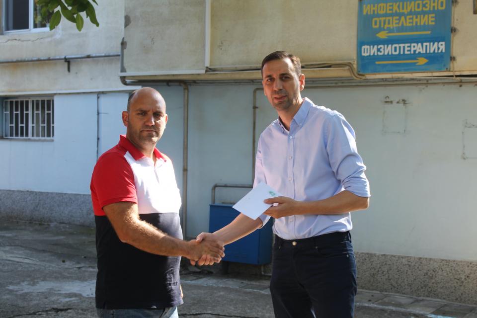 Кметът на Община Ямбол Валентин Ревански продължава да дарява месечната си заплата за различни общественозначими каузи. Този месец той предостави възнаграждението...