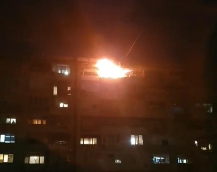 """Според първоначални данни пожарът снощи в кв. """"Граф Игнатиев"""" 66 е тръгнал от неправилно боравене с печка на твърдо гориво, научи 999. Изгоряло е всичко,..."""