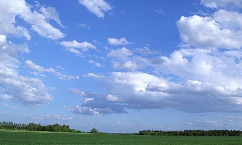 Ще духа умерен, в Дунавската равнина, западните райони на Горнотракийската низина и в Източна България – силен вятър. Облачността ще е променлива. Щe се...