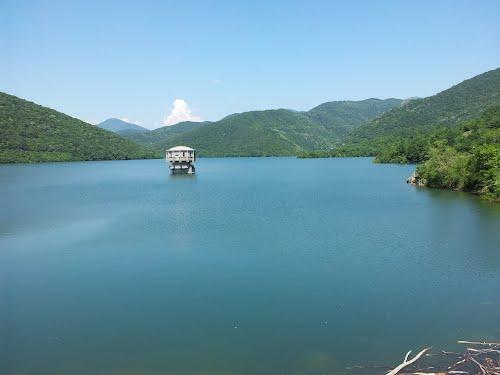 """Водата в язовир """"Асеновец"""" е достатъчна за водоснабдяването на Сливен, завяват от ВиК - Сливен. Полезният обем на язовира е 28 млн . куб. м. вода, като..."""