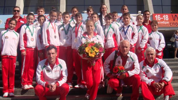 С четвърто място в отборната надпревара при младежите стартира участието си в Европейското първенство по скокове на батут в Сочи българският отбор,съобщи...