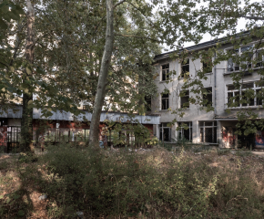 Включете се в почистването на двора на бившия Техникум по автотранспорт в Ямбол! Инициатива на Валентин Ревански и неговия екип (видео)