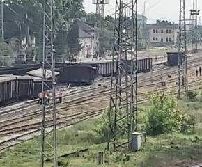 Влак дерайлира в Нова Загора