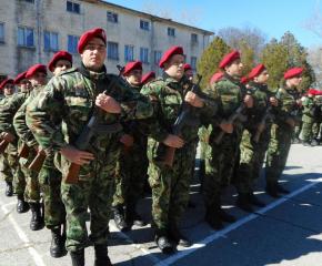 Военни формирования търсят нови попълнения