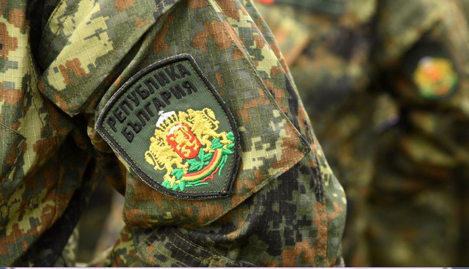 Специализиран екип от Сухопътните войски обезвреди снаряд, открит в землището на с. Ситово, Ямболско. 42-ри батальон в Ямбол е бил задействан в 8.07 часа...