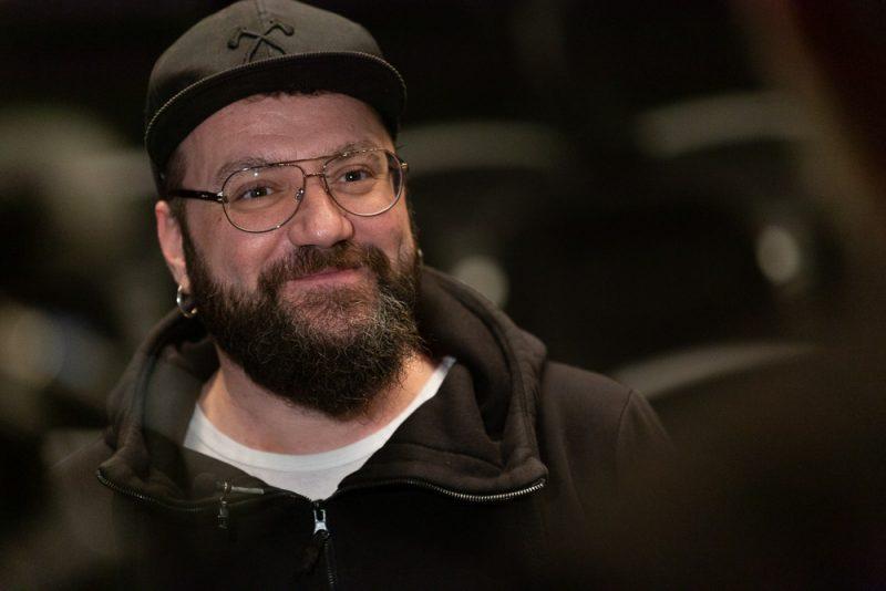 Почина вокалистът на българската група P.I.F. Димо Стоянов. Той бе настанен в столична болница с коронавирус, съобщават от БНТ. По-рано през месеца във...