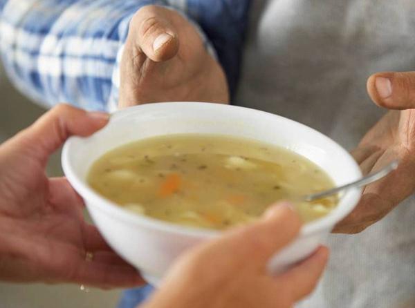 """За временна промяна в графика на социалната услуга """"Топъл обяд у дома в условията на извънредна ситуация - 2020 г."""" в Ямбол съобщават от община Ямбол. Ползвателите..."""