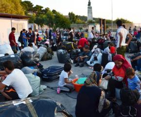 Временно е овладяно напрежението в мигрантски лагер на остров Лесбос