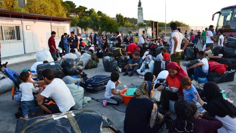 """Временно е овладяно напрежението в мигрантския лагер """"Мория"""" на остров Лесбос. Властите се страхуват от нови бунтове. Извънредно заседава днес Министерският..."""