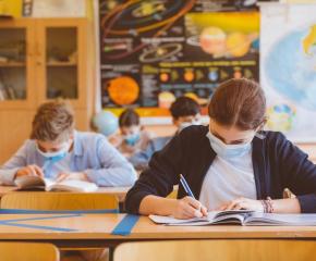 Връщат учениците в класните стаи на 12 април