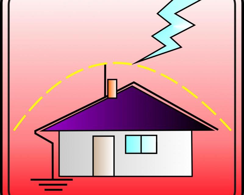 Все още в страната няма точна статистика колко са сградите, които нямат гръмоотводи и са опасни по време на гръмотевични бури. По закон новите сгради...
