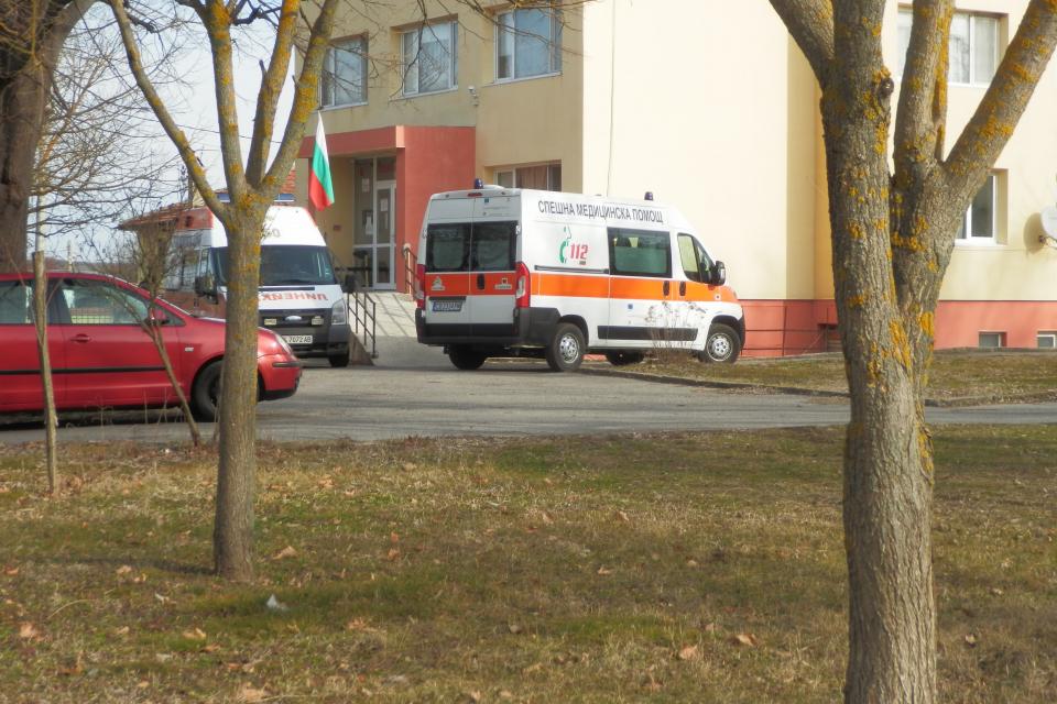 С втори реаномобил се снабди Центърът за спешна медицинска помощ в Болярово. Новата линейка, която пристигна преди дни, е осигурена от Министерството на...