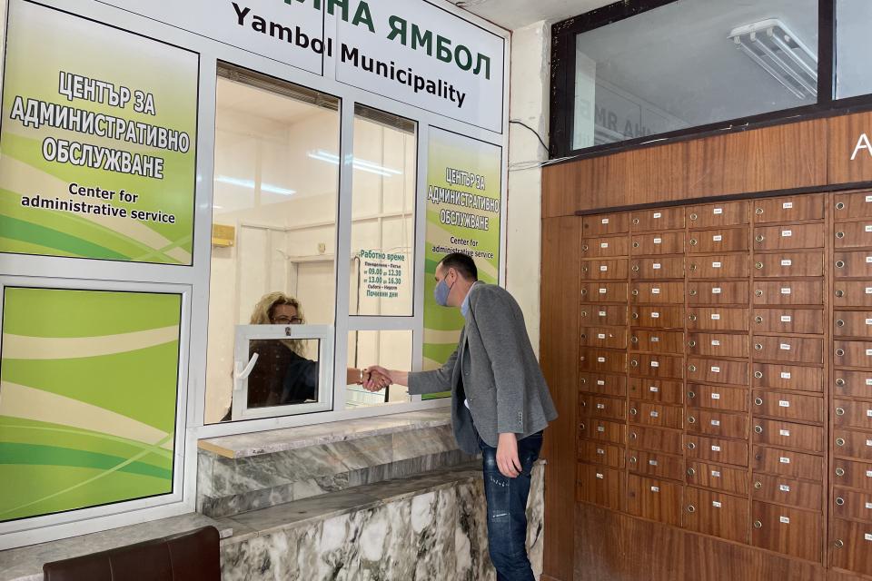"""Втори Център за административно обслужване на Община Ямбол отваря врати днес. Той се намира в сградата на пощата в квартал """"Аврен"""", в близост до четири..."""