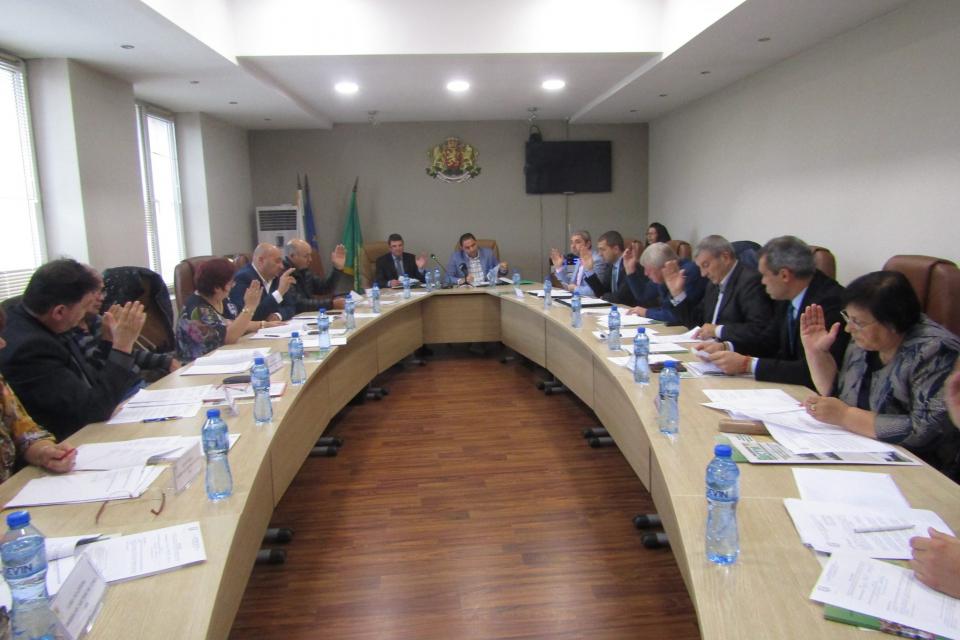 Новоизбраният ОбС в Стралджа проведе своето второ заседание в обстановка на деловитост, единодушие и готовност за ефективно решаване проблемите на града...
