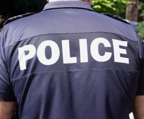 Въоръжени с нож ограбиха двама мъже