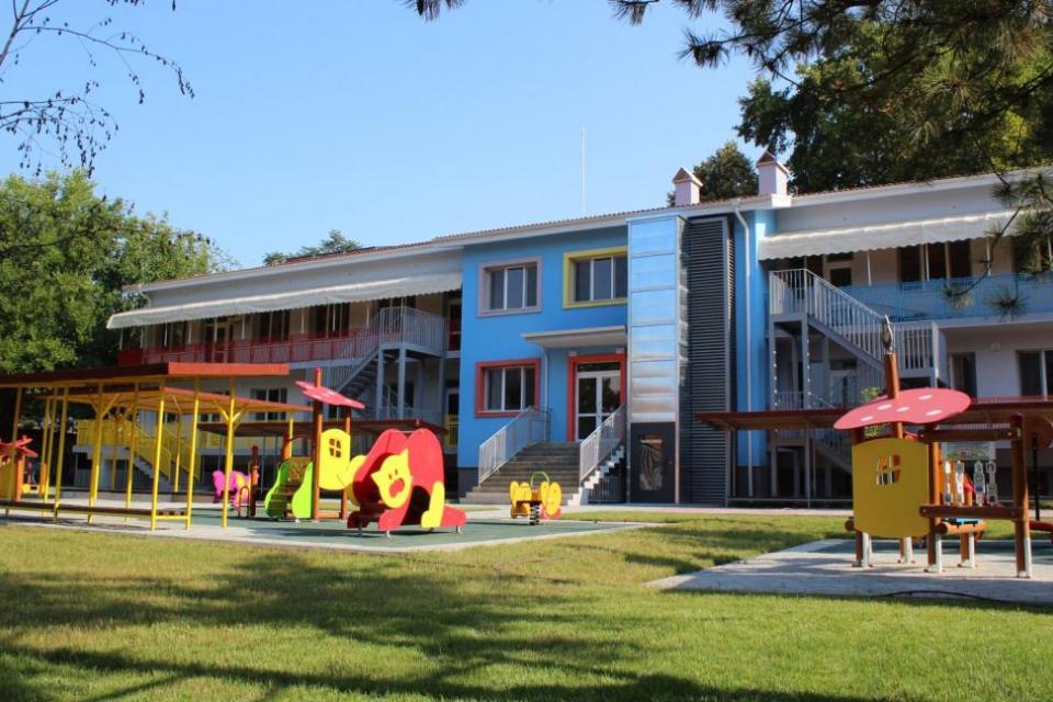 Общините ще взимат решение кога да отворят детските градини до 1 юни. Това стана ясно на съвместната пресконференция на здравния министър и министъра на...