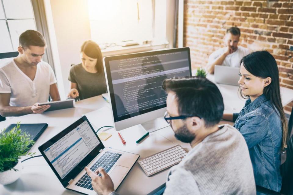 Коронавирусът промени живота ни. 2/3 от мениджърите и служителите подкрепят въведения на много места начин на комбинирана работа от вкъщи и в офиса,...