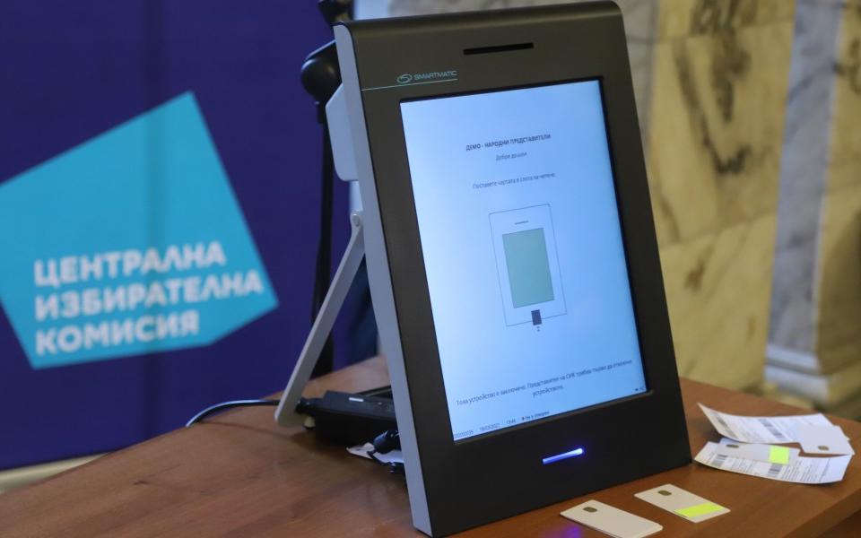 Районната избирателна комисия във Велико Търново започва проверка да бъде ли спряно машинното гласуване в областта. Това съобщават от БНР. Причината е...
