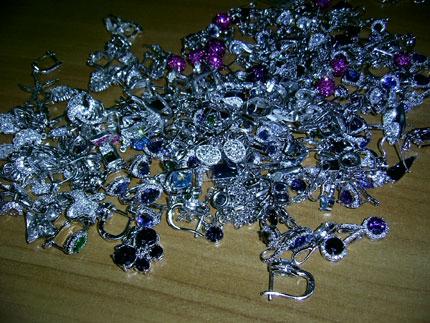 Възрастен мъж даде 11 000 лв. за фалшиви златни накити в Добрич, съобщиха от полицияатНа 25 февруари помощ в полицията потърсил73-годишен мъж.Обяснил,...