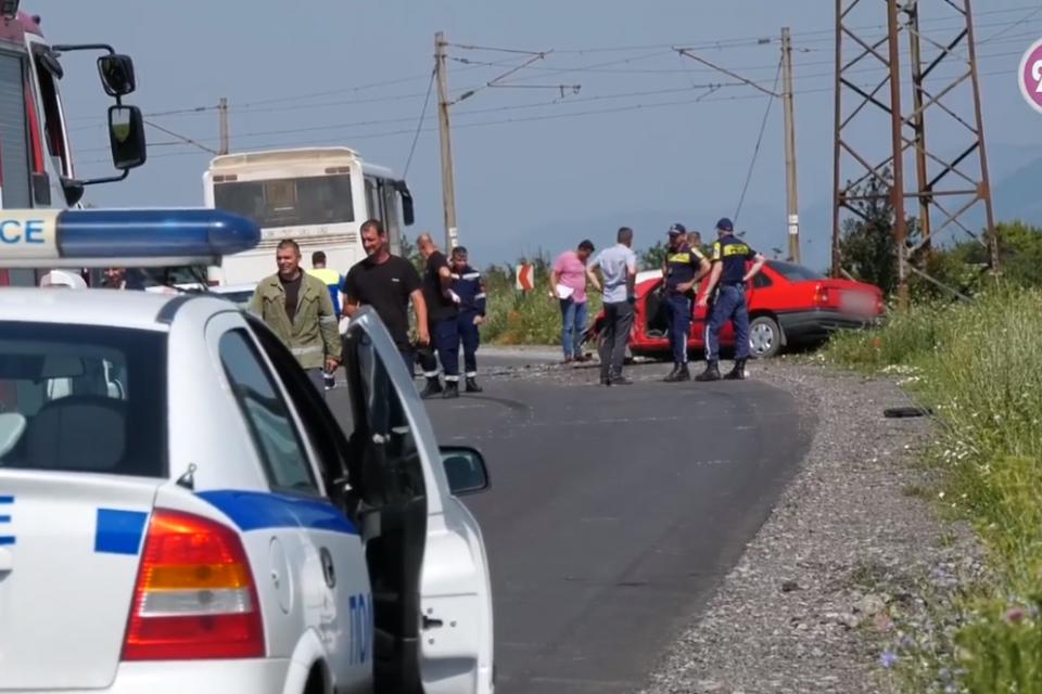 Възрастна жена загина при катастрофа край Стралджа. Инцидентът между общинския град и село Зимница е станал между лек автомобил и пътнически автобус. Жертвата...