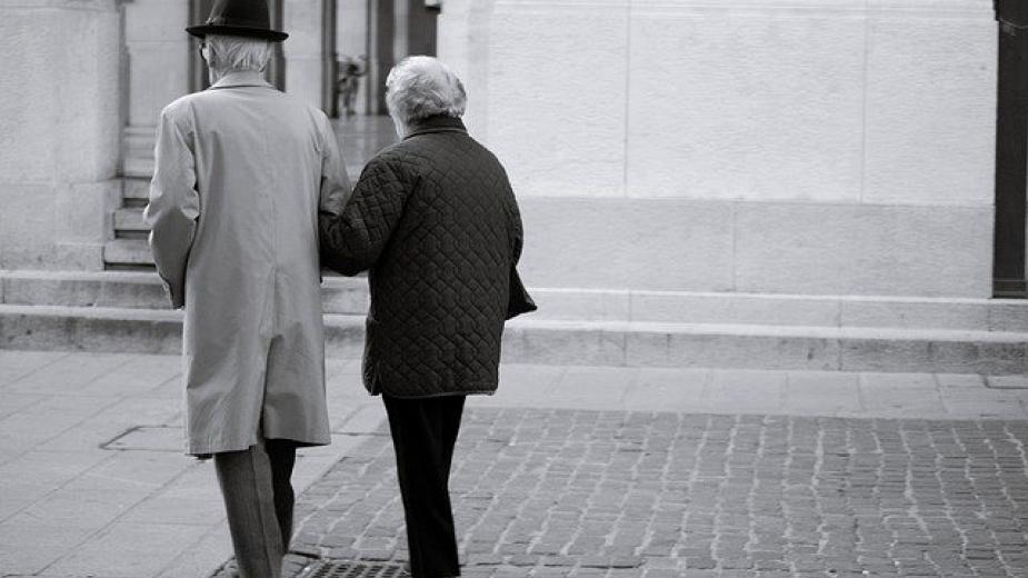 От днес продължава увеличението на възрастта и осигурителния стаж за пенсиониране. За жените от най-масовата, трета категория труд, възрастта се увеличава...