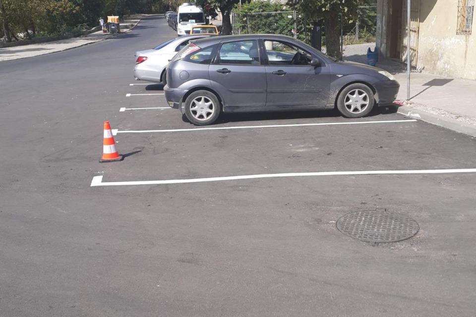 """След извършени ремонтни дейности е възстановено действието на платената """"синя"""" зона за паркиране в Ямбол на улица """"Константин Иречек"""" – от улица """"Волга""""..."""