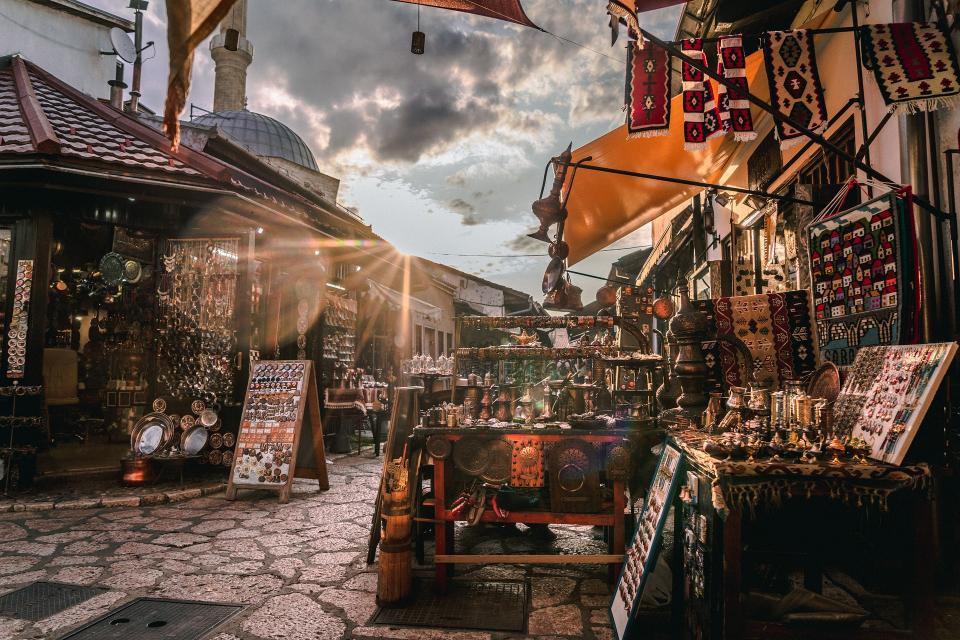 В Стария град на Златоград жители и гости ще се върнат назад във времето с възстановка на един пазарен ден от преди 100 години, съобщи БНР. Различни персонажи...
