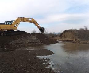 Възстановяват диги и почистват реки след обилния дъжд в област Ямбол