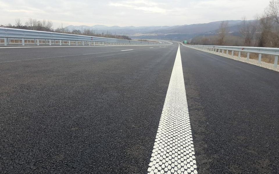"""Днес се възстановява движението в платното за Бургас в ремонтирания над 23 км участък от автомагистрала """"Тракия"""" между Чирпан и Стара Загора, а следващата..."""