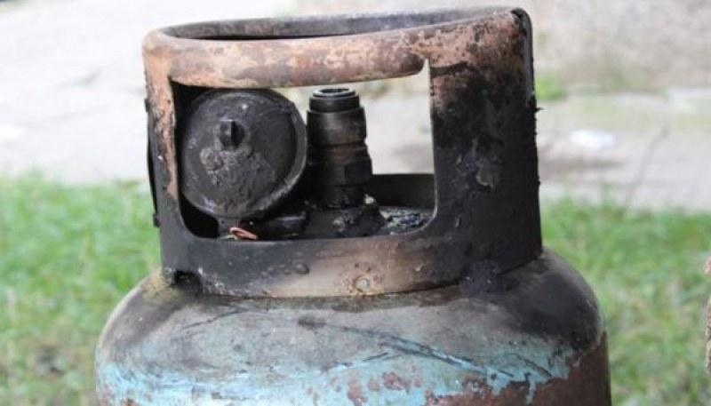 Жена е пострадала при взрив на газова бутилка в сливенското село Чинтулово. Това съобщиха отОДМВР - Сливен. Сигналът за инцидента е подаден на 7 декември...